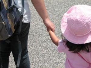 虐待を疑われて苦しむ母親たち 児童相談所への「通告」問題を考える