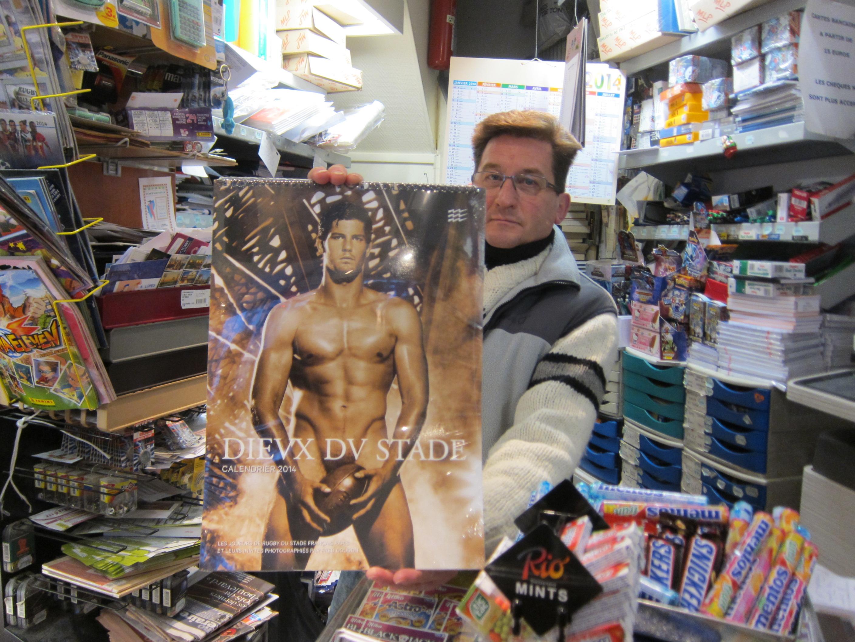 【画像あり】フランスでは定番のクリスマスプレゼント「ラグビーマンのヌード写真カレンダー2014」を買ってみた