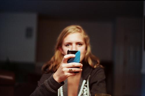 「写真を撮らないほうが記憶に残りやすい」ことが明らかに なんでもスマホで撮るクセがあなたの大切な思い出を奪っているかも