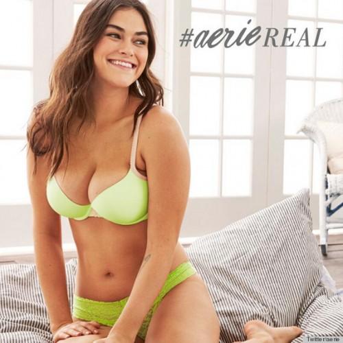 下腹、二の腕もそのままに 「フォトショ前」の女性モデルを起用した下着ブランドの広告が話題に