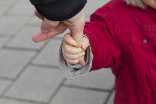お母さんが子どもを育てなくてもいい…… 『ルポ虐待』著者が語る、虐待の連鎖を止める方法