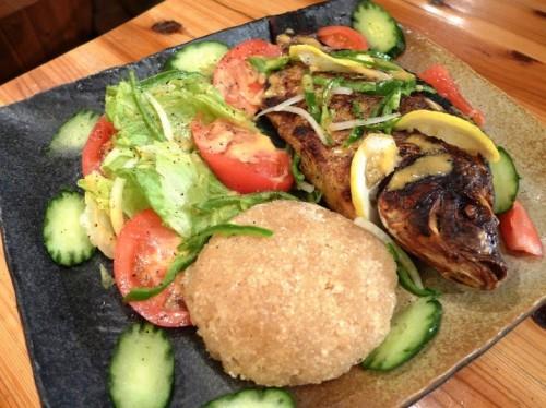 キャッサバ芋を蒸した主食「アチェケ」