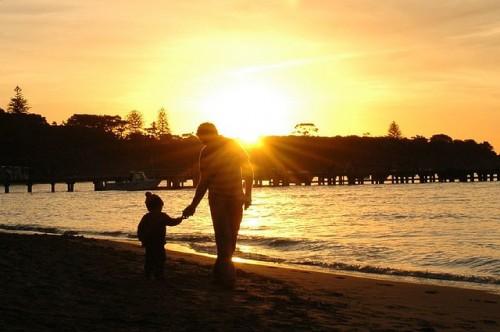 離婚後の親権や養育費はどう決まる?