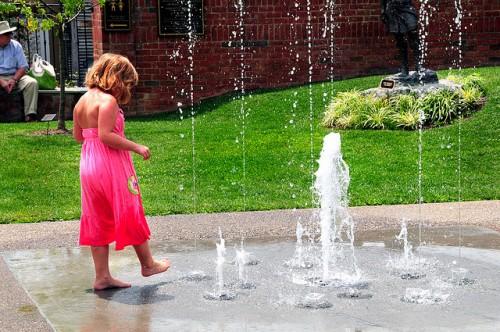 女の子にピンクを着せると将来に悪影響