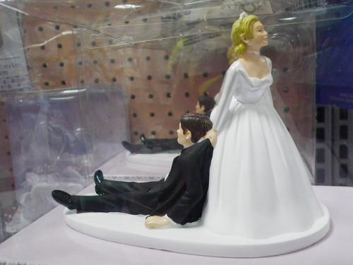 結婚から逃げたくて死んだふりをした男