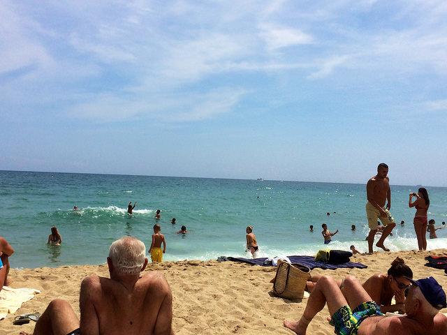 """フランスのビーチでは「ビキニ着用が義務」 元大臣の""""イスラム教徒差別""""発言に批判殺到"""
