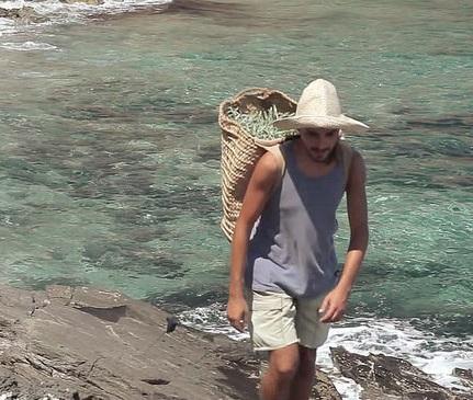"""豊かな自然と青い海! 人生をリセットしたい""""煮詰まり女子""""は、TSUTAYAもスタバもない「離島生活」はいかが?"""