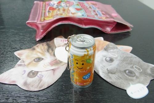 飲料系企業とコラボした缶型ペンに猫の顔型メモ、ポーチと充実の「マジカルボックス」