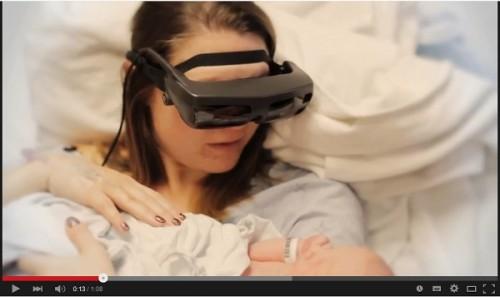 """盲目の母が最新技術で子供を""""見た""""瞬間"""