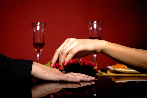 女性は食事で性欲と同じ快楽をえる! 脳科学から考える、デートで男女間ギャップが生まれるワケ