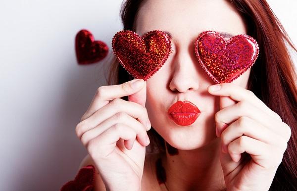 """空気を読まない""""義理チョコ女""""にご用心! 職場で反感をかわないための「バレンタイン作法」を考える"""