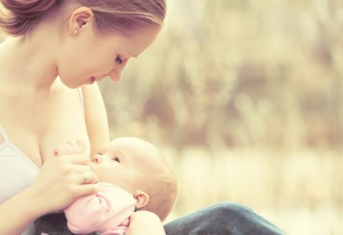 筋肉づくりに「母乳」を飲むボディビルダーが増加中! 高額で取引される母乳の売買はアリ?