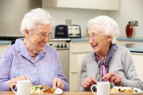 一生独身の方が長生き? 100歳超の2人の女性が「長寿の秘訣は男と距離を置くこと」と発言し話題