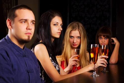 ゲイバーで嫌われる女性の行動5つ