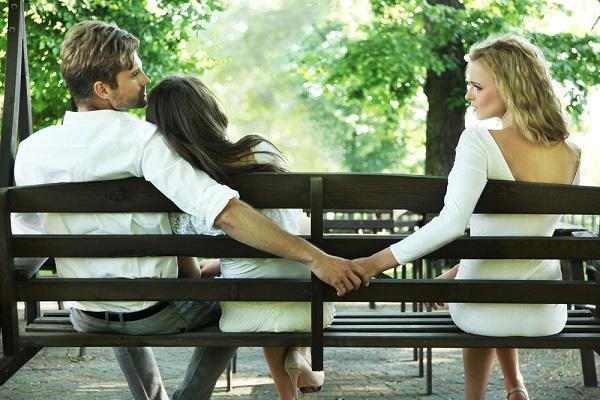 なぜ女は「心の浮気」を許せないのか? 男との恋愛心理の違いが研究で明らかに