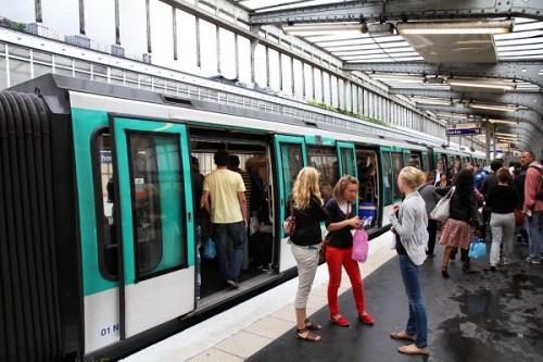 パリの地下鉄で9割の女性がセクハラ被害