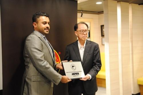 左から「MFM」日本店CEOのDollar Abshir Omarさん、「MFM」グローバルCEOのDavy Weeさん