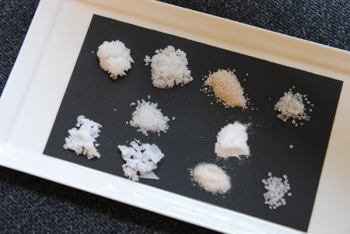 世界の塩を食べ比べる「利き塩」体験