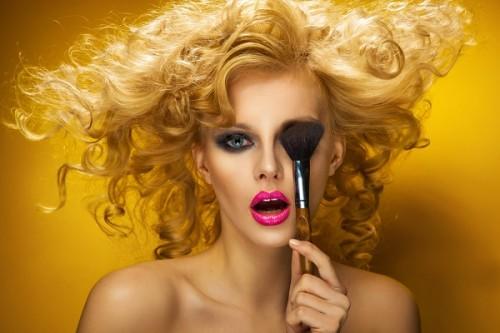 有名ネット通販の偽造化粧品で顔がパンパンに! ニセモノで健康被害に遭わないためには?