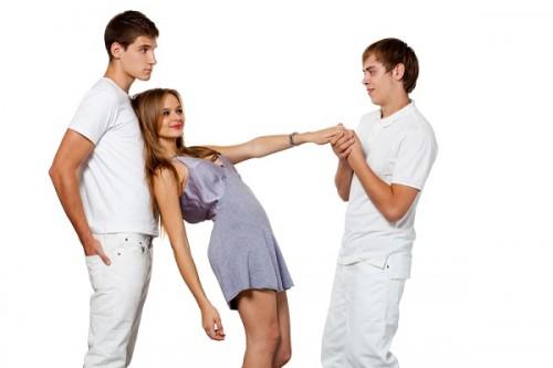 仲間うちの複数男性と関係を持つ「サークルクラッシャー女」はなぜ嫌われるのか