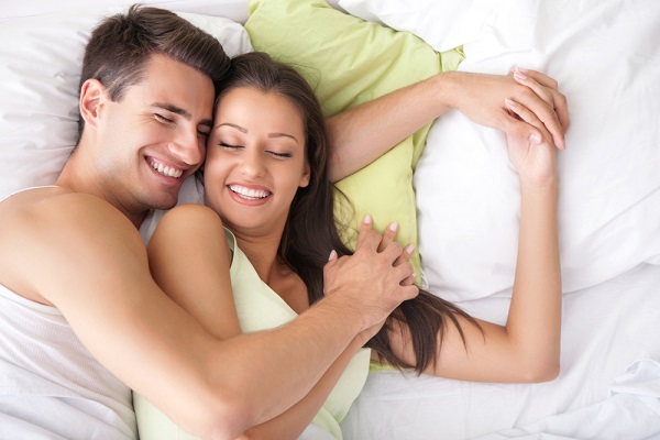 「男女 ベッド」の画像検索結果