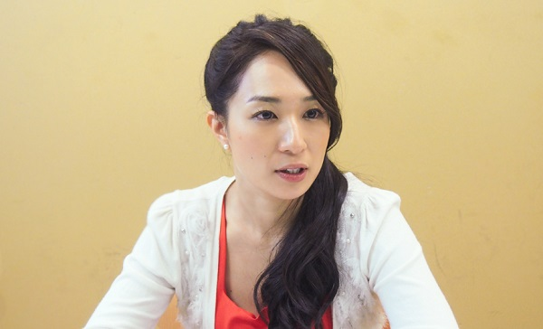 「婚姻届は愛の証明」 同性婚が認められない日本で、女性と結婚したタレント・一ノ瀬文香が求める権利とは