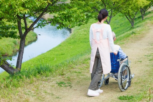 保育士と介護士の「資格統一」に77%が反対 人材確保の政策が、現場の圧迫に繋がる?