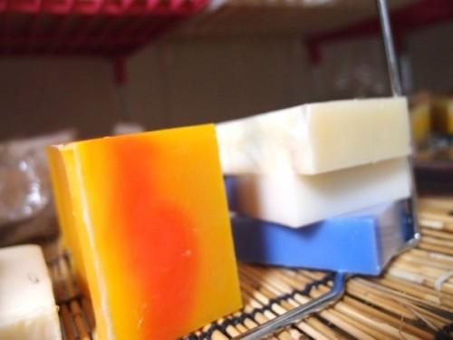 「ソロ活」ひとり石鹸作り