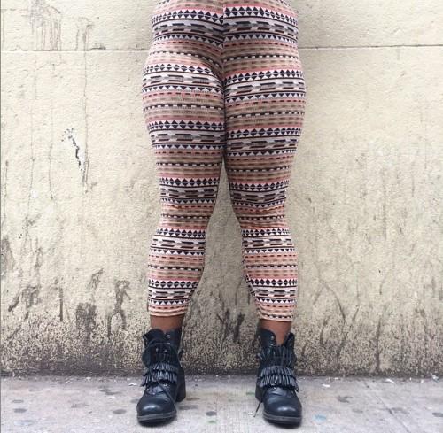 女性の多様な脚の写真に「いいね!」