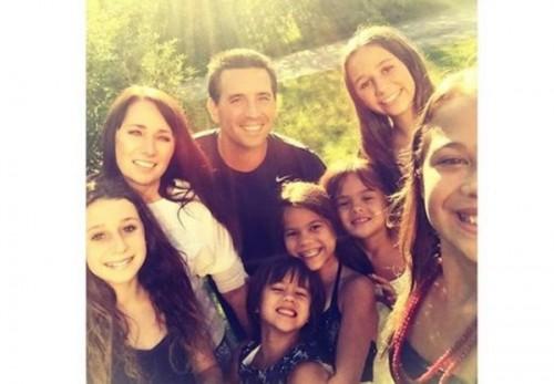 亡くなった親友の4人の娘を引き取った女性が話題 寄付金の総額は約1000万円に