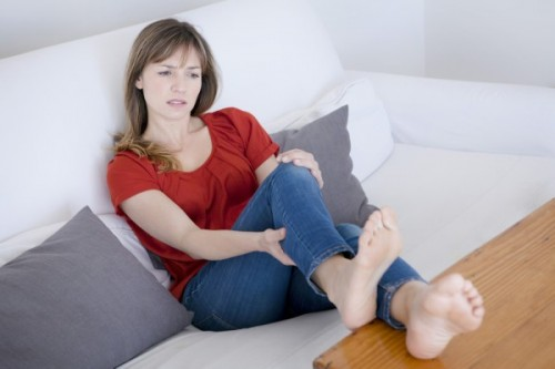 脚がかゆくて黒ずんできたら要注意 むくみを放置すると危険な「隠れ下肢静脈瘤」とは