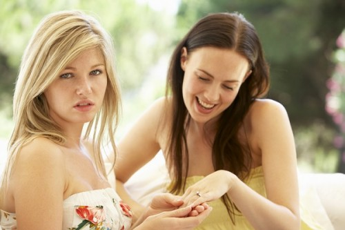 結婚する友人が妬ましすぎる女の相談