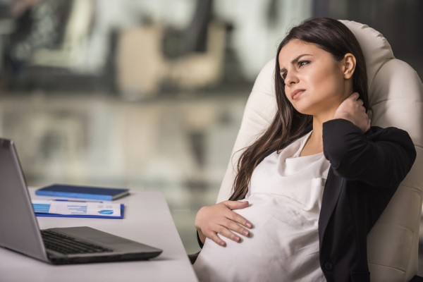 「妊娠しないように責任を持って」 女性同士の対立も招く、マタハラ被害の実態