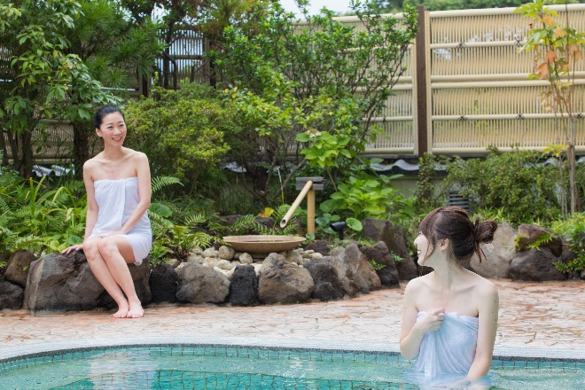 大浴場と露天風呂(男女入替制)で、日本のリゾートを満喫できます!