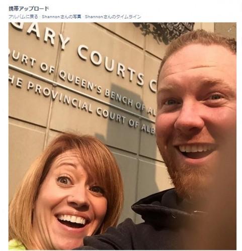 離婚した夫婦が笑顔で自撮り その理由に世界が感動