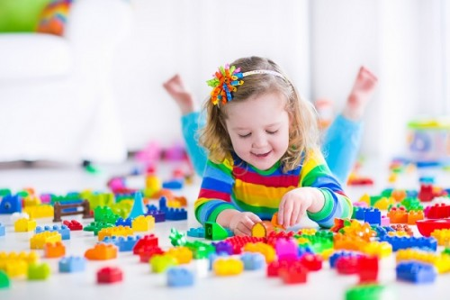 女の子は人形よりレゴで遊ぶ方がいい?