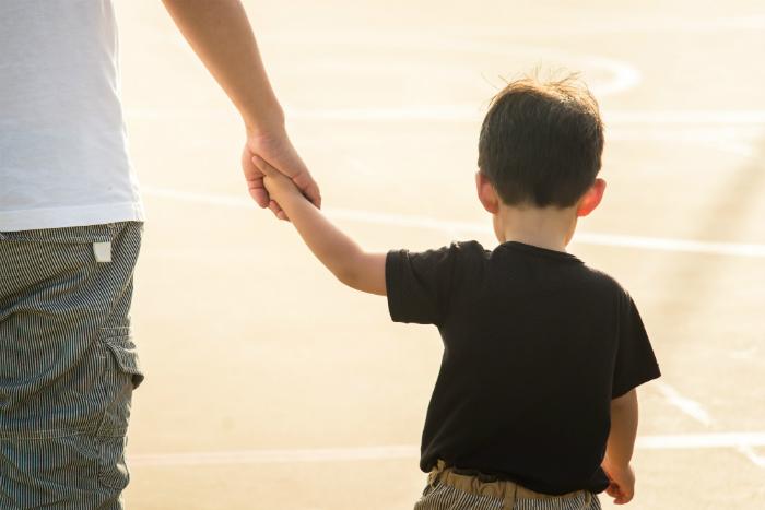 子どもの貧困率、日本は15.7%で国際平均超え 親子間の負の連鎖を断ち切るには