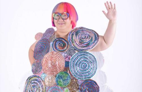 花柄と見せかけて「腹部のCT」 テレビ出演で注目のDr.まあやが奇抜な服を作る理由