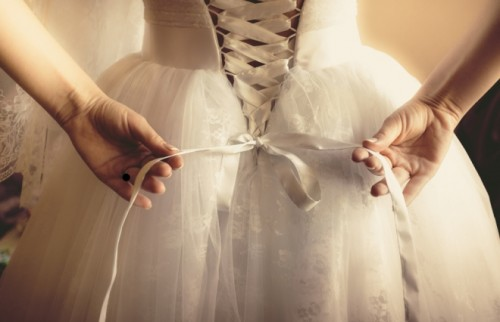 「逃げ」の結婚はうまくいかない 不倫・離婚に至る、先走り婚の特徴