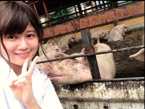 なぜアイドルから養豚場に転職したのか? 前田敦子モノマネで炎上した小林礼奈が語る