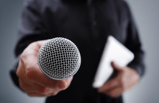 結婚記者会見での違和感 女性芸能人はいつまで「得意料理」を質問されなければならないのか?