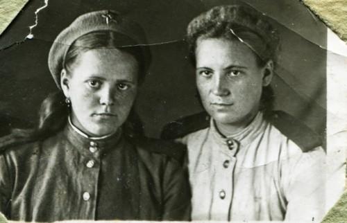 男ものの下着をつけて進軍 それでも少女兵士たちが守り抜いた「女性として根絶できない部分」
