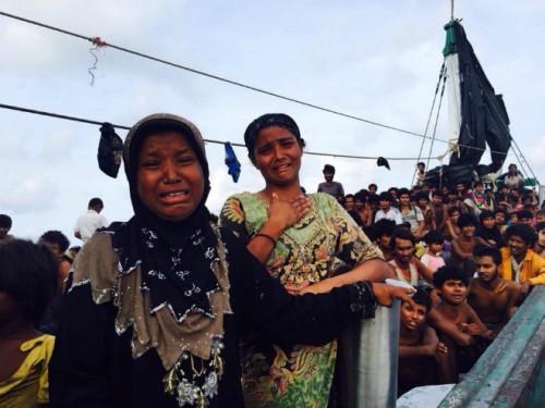 東南アジアの海上に置き去りにされた難民