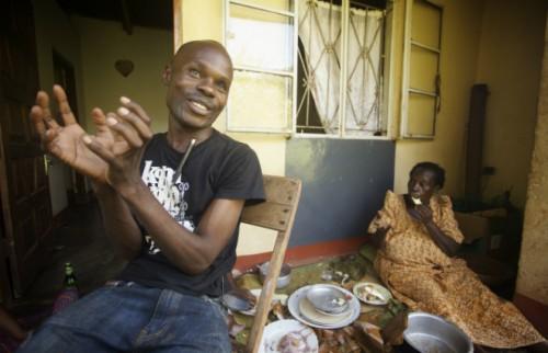 ウガンダの人権擁護活動家デイビッド・カトー氏(左)/(C) 2010 Katherine Fairfax Wright