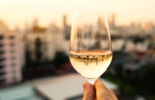 """この夏はワイングラスで日本酒を プロがおすすめする""""サードウェーブ日本酒""""3選"""