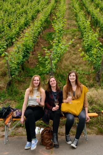ライン川の畔で開かれたワインフェスで