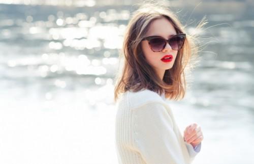 目から入る紫外線でシミそばかすが増えるおそれも 日焼け防止に効果的なサングラスの選び方