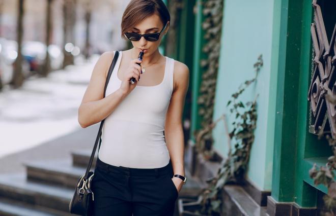 女性喫煙者は6万人も増えている ちょっと意外な日本のたばこ事情