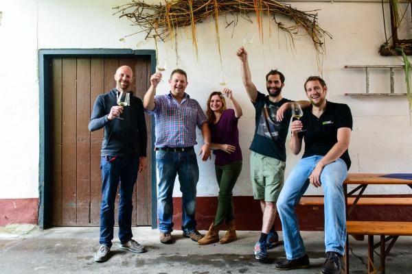 「ワイン・チェンジ」のメンバー。右端がヤン・ホックさん