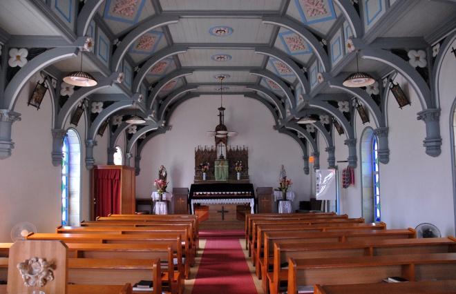 パステルカラーと草花の装飾が可愛すぎる 五島列島の教会をめぐる旅